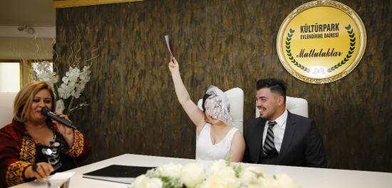 Evleneceklerin Gözü Burada
