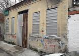Güney Mahallesi 1151 Sokak No: 66 Metruk Bina Uyarı Levhası ve Karkaslı Trapez Sac İmalat Montaj Çalışması