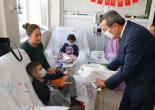 Başkan Batur'dan Çocuklara Moral Ziyareti