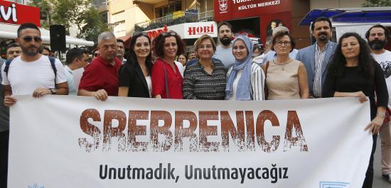 Srebrenitsa Katliamı'nda Öldürülenler Konak'ta Anıldı