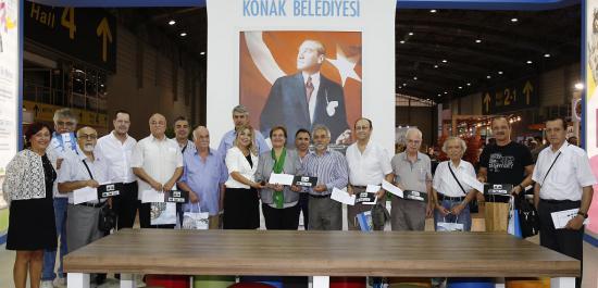 Fuar Ziyaretçilerine Atatürk Pulu Hediye Edildi