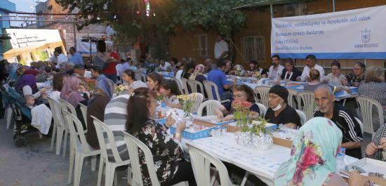 Konak'ta İlk İftar Sofrası Halkapınar'da Kuruldu