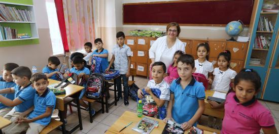Konak'tan öğrencilere ilk gün armağanı