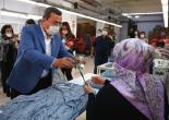 Konak'ta Çalışan Annelere Karanfilli Kutlama